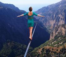 woman-tightrope-walking