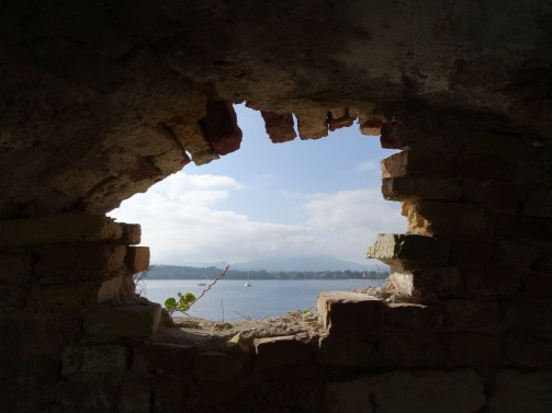 Hole in a wall (Pixabay)