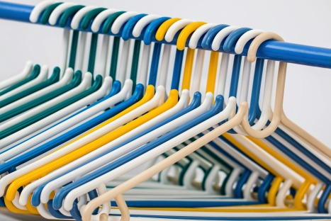Empty clothes-hangers-582212_1920 (Pixabay)