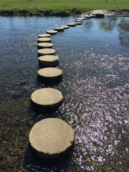stepping-stones (Pixabay)